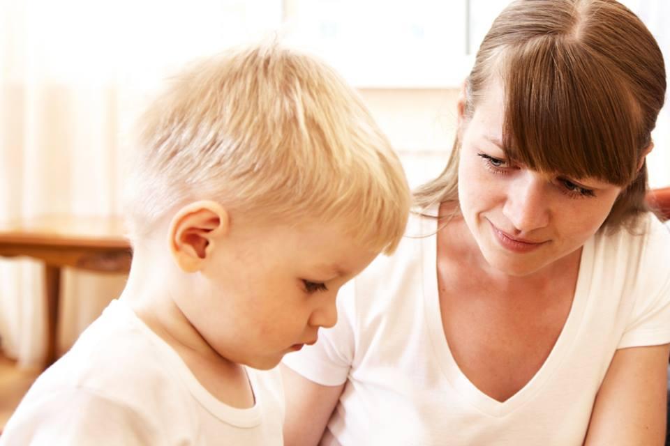 Chữa bệnh cho bé bằng phương pháp tâm lý