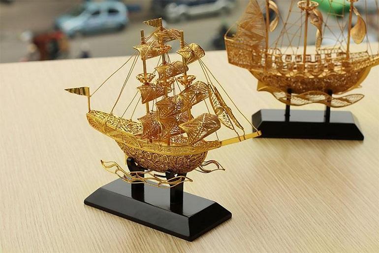 thuyền vàng quà tặng doanh nghiệp cuối năm