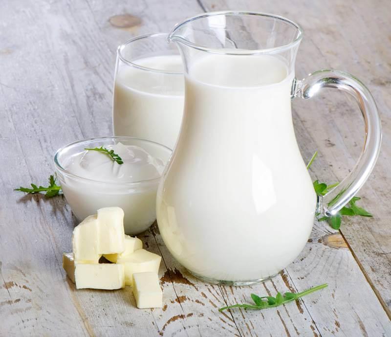 Sau xăm môi nên uống sữa