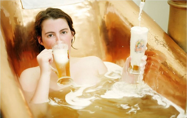 Cách tắm trắng trực tiếp bằng bia tươi
