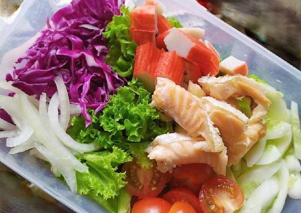 Salad rau lườn cá hồi