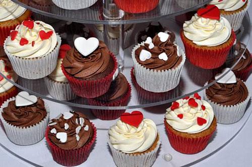 Ăn uống trong bữa tiệc sinh nhật bé trai không thể thiếu cupcake