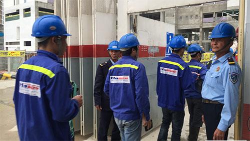 Dịch vụ bảo vệ chuyên nghiệp giám soát hoạt động an ninh của nhà máy
