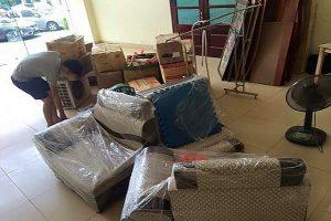 Đóng gói vật dụng và đồ nội thất cần sử dụng lại một cách cẩn thận