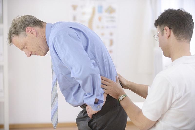 Bệnh đau lưng mỏi gối ở người lớn tuổi