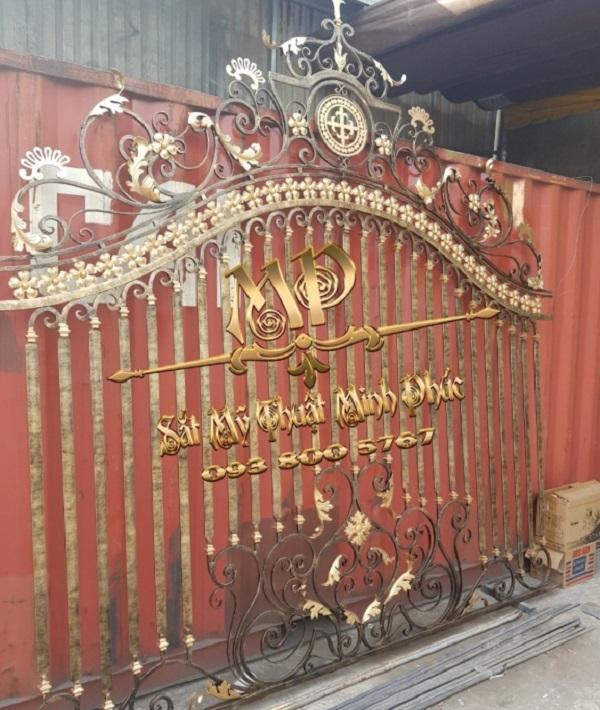 Mẫu hàng rào sắt mỹ thuật với phong cách cổ điển