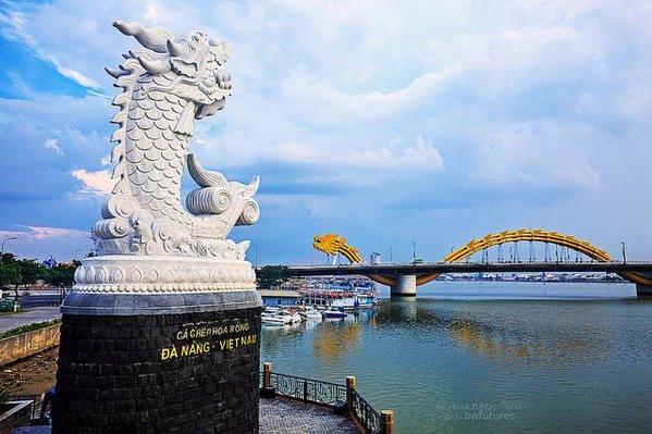 Tượng cá chép hóa rồng tại Đà Nẵng