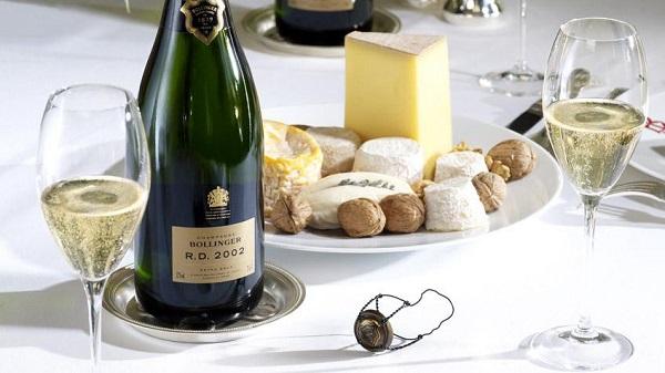 Rượu Champagne khai vị