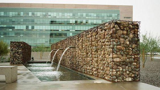 Thác nước rọ đá
