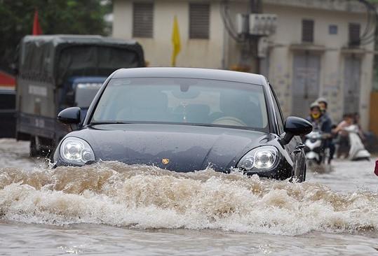 Không nên đậu xe ở nơi trũng, ngập nước hoặc những nơi có đất yếu