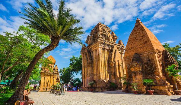 Tháp Bà Ponagar - điểm du lịch Nha Trang thú vị