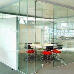 Vách kính cường lực phù hợp cho những công trình hiện đại