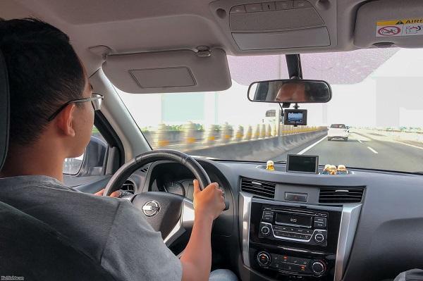 Thuê xe ô tô 4 chỗ có tài xế