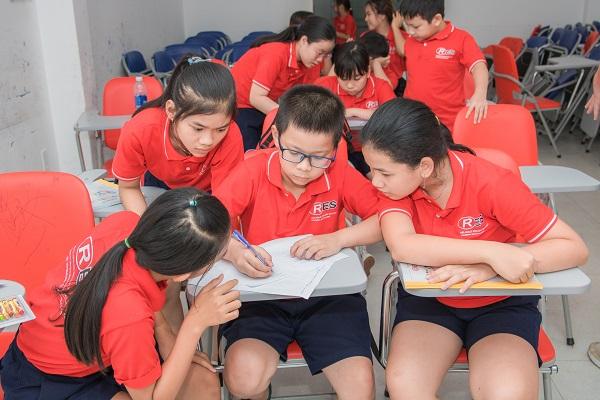 Dạy tiếng Anh cho học sinh tiểu học, trung học