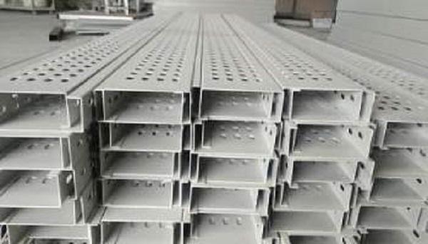 Máng cáp sơn tĩnh điện 100x50 chất lượng và tính thẩm mỹ cao