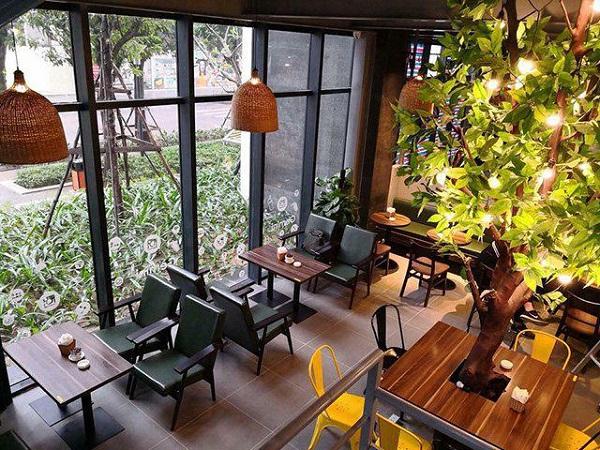 Bàn ghế vuông quán cafe